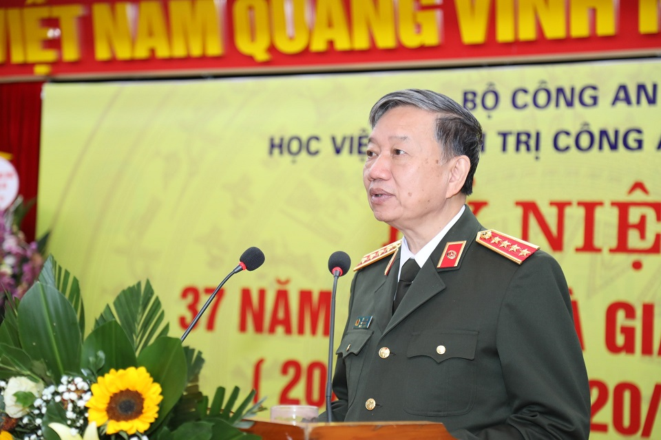 Minister To Lam praises public security teachers in Vietnamese Teachers' Day November 20